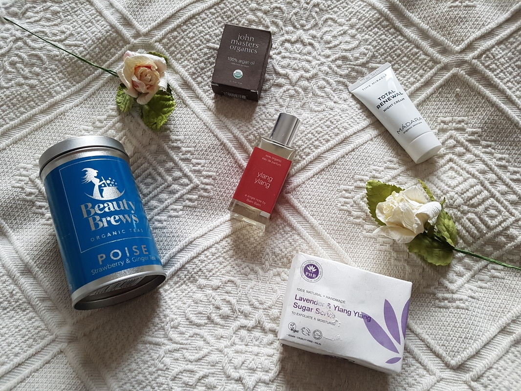 December Love Lula Beauty Box review - Lost in the North